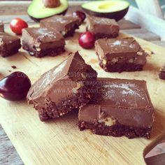 Шоколадные браунис (без муки, глютена, веганские, подходят для сыроедов)