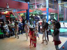 Speelparadijs Delft - Kids Playground: een overdekte speeltuin met glijbanen - Foto & film