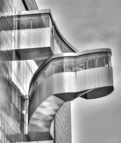 Frank Gehry's external staircase - AGO - Toronto 2012 - copyright Jeff E. Outdoor Stair Railing, Porch Stairs, Rustic Stairs, Tile Stairs, Exterior Stairs, Loft Stairs, House Stairs, Stairs Architecture, Architecture Details