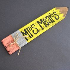 teacher sign. So cute from an upcycled fence picket. I want to make one for my teacher friends! And keep it in mind when my son starts school!