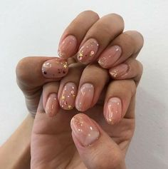 Semi-permanent varnish, false nails, patches: which manicure to choose? - My Nails Nude Nails, Nail Manicure, Pink Nails, Glitter Nails, Girls Nails, Oval Nails, Essie, Heart Nail Art, Heart Nails