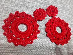 Pendientes Flamencos Crochet Rojo de Mi Universo Artesanal por DaWanda.com Diy Crochet Jewelry, Crochet Jewelry Patterns, Crochet Accessories, Crochet Crafts, Jewelry Crafts, Crochet Projects, Crochet Earrings, Crochet Baby, Knit Crochet