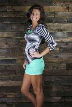 Love the top with mint bottoms green shorts outfit, mint green shorts, colored shorts Cute Summer Dresses, Summer Outfits Women, Short Outfits, Casual Outfits, Cute Outfits, Summer Clothes, Summer Fashions, Outfit Summer, Dress Summer