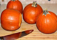 Homemade Pumpkin Puree for Scratch Pumpkin Pie. The week before Thanksgiving, my delivery included a c Homemade Pumpkin Puree, Pumpkin Pie Recipes, Homemade Pie, Pumpkin Bread, Pumpkin Pies, Pumpkin Pie From Scratch, Perfect Pumpkin Pie, How To Make Pumpkin, Halloween Desserts