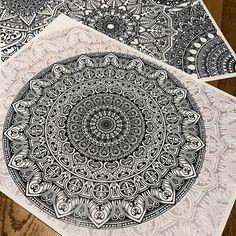 sehr detailreiche Mandala Zeichnungen, gemalt von professionellen Künstlern, Schablone zum Ausmalen