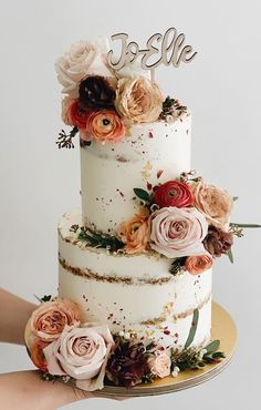 32 Jaw-Dropping Pretty Wedding Cake Ideas A delicious cake is the sweetest ending to a perfect wedding celebration. If you're looking for wedding cake inspiration, browsing through wedding cake pictures. Seminaked Wedding Cake, Pretty Wedding Cakes, Creative Wedding Cakes, Summer Wedding Cakes, Fondant Wedding Cakes, Floral Wedding Cakes, Wedding Cake Rustic, Wedding Cake Designs, Fondant Cakes