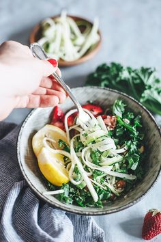 """This simple zucchini """"pasta"""" salad with strawberries and kale is perfect for my summer picnics!"""