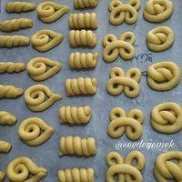 Ways to shape bread/rolls Turkish Recipes, Greek Recipes, Cooking Art, Baking Recipes, Cookie Recipes, Bread Art, Bread Shaping, Bread And Pastries, Food Decoration