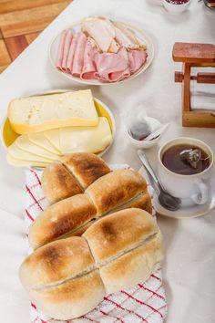 Unas ricas marraquetas HOME BAKERY de BredenMaster con jamón y queso para este día acompañado de un rico té.