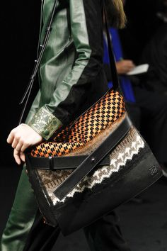 Loewe Fall 2017 Ready-to-Wear Accessories Photos - Vogue