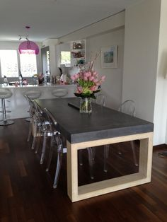 a133.idata.over-blog.com 5 28 03 81 table pied-en-chene table-beton-befuhpp-ductal-pied-chene.JPG