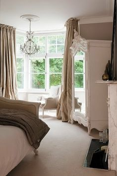20 New ideas for white bedroom furniture grey walls window Armoire Shabby Chic, Suites, Grey Walls, Beautiful Bedrooms, Style At Home, Home Fashion, Bedroom Furniture, New Homes, House Ideas