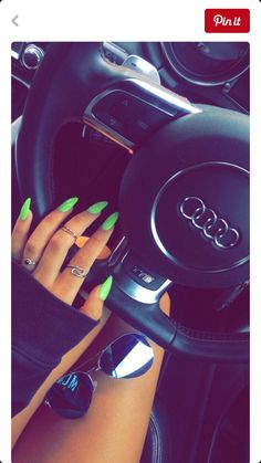Green nails, trendy nail colors for summer 2018 Neon Nail Polish, Neon Nails, Cute Acrylic Nails, Love Nails, How To Do Nails, My Nails, Neon Green Nails, Neon Nail Colors, Gel Nail