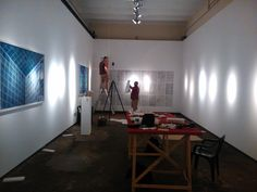 """Montando la expo """"Resonancias"""" de Iñaki Domingo y Ding Musa en #ArteTabacalera http://www.mecd.gob.es/cultura-mecd/areas-cultura/promociondelarte/exposiciones/exposiciones-temporales/resonancias-idomingo-dingmusa.html"""