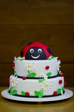 Cake at a Ladybug Party #ladybug #partycake