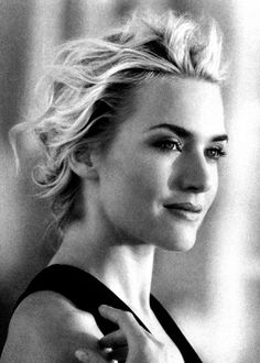 Stunning portrait of Kate Winslet Pretty People, Beautiful People, Beautiful Women, Kate Winslet, Corte Y Color, Actrices Hollywood, Portraits, Famous Faces, Famous Art