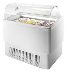 Eisvitrine, IDEA 12 optimale Kühlleistung durch Energiesparisolierung von 60 mm, hohe Innenwanne für Eisbehälter H: 12 cm in doppelter Lage, 4 Stk. Doppellenkräder Fassungsvermögen: 621 Lt. / 339 Lt. Kapazität: 12+12 Behälter 5 Lt. 36 x 16,5 x 12 cm übereinander stapelbar, oder 12 Eisbehälter 4,75 Lt. 26 x 15,7 x 17 cm Kältemittel: R404A Temperaturbereich: -16°/-14°C Anschlusswert: 230 V / 3700 W Abm.: 211,9 x 63 x 124,7 cm (BxTxH) Eiswannen gegen Aufpreis Container, Safety Glass, Save Energy, Tub