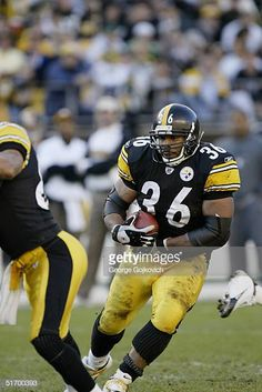 5815928c Running back Jerome Bettis of the Pittsburgh Steelers runs against the  Philadelphia Eagles at Heinz Field