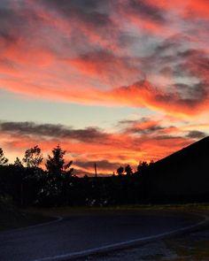 { sunset lovers } . Monte Nerone (Pu) . Nel posto perfetto nel momento perfetto con la @sonyalpha settata. Le poche ma emozionanti fortune del fine settimana.  . . . #sunset_vision . . . - @sonyalpha 16:50 . @enlightapp @googlesnapseed @likes_sunset @sunset_vision @sunset_greatshots @loves_skyandsunset @top_sunset_photo @loves_united_skylove @sunset @igworldclub_sunset @sunset_stream @sunset_super_pics @marche_bestsunset @loves_sunset @loves_united_sunset @unlimitedsunset .