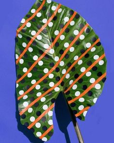 Simply love love love these painted plant leaves by German artist Sarah Illenberger - now working from Berlin, she originally studied Graphic design at Central Saint Martins... Funny that!