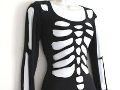 Make your own DIY scary skeleton Halloween costume using just a pair of scissors!