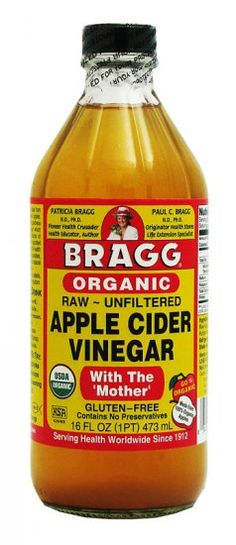 Organic, unfiltered, unheated & unpasteurized, Bragg Organic Raw Apple Cider Vinegar detoxes, helps digestion & encourages a healthy immune system. Unfiltered Apple Cider Vinegar, Organic Apple Cider Vinegar, Apple Benefits, Health Benefits, Health Tips, Vinegar With The Mother, Get Thin, C'est Bon, Pet Health