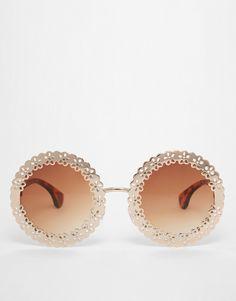 Sonnenbrille von ASOS Collection leichtes, rundes Gestell goldene Metallverzierung mit Cut-outs verstellbare Nasenpolster aus Silikon für besonderen Komfort abgestuft getönte Gläser schmale Schildpatt-Bügel mit runden Enden für sicheren Sitz voller UV-Schutz