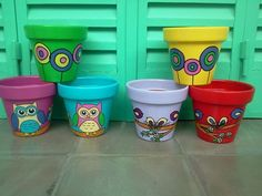 macetas pintadas on Pinterest | 21 Pins Painted Plant Pots, Terracotta Plant Pots, Painted Flower Pots, Yard Art Crafts, Crafts To Do, Plant Projects, Pot Plante, Clay Pot Crafts, Colorful Garden