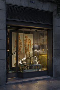 Ya está terminado el escaparate de nuestra Wunderkammer Pop-up Alquián  Os esperamos a todos en la cocina de Inventory Barcelona del 7 al 10 de Nov.