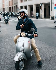 Keeping it real in Photo credit - Matteo Fagiolino. Vespa Px, Piaggio Vespa, Vespa Lambretta, Motor Scooters, Vespa Scooters, Vespa Wedding, Vespa Helmet, Scooter Design, Pocket Bike