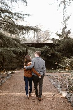 Cozy Fall Engagement Photos in Tennessee | Knoxville Engagement Photographer Erin Morrison Photography www.erinmorrisonphotography.com #knoxvillephotographer #knoxvilleweddingphotographer #knoxvilleengagemenphotographer #engagementphotos #engagementphotography #whattowearforengagementphotos #fallengagement #fallengagementphotos Engagement Outfits, Fall Engagement, Engagement Session, Engagement Photos, Golden Hour Photos, Fall Color Palette, Warm Autumn, Photo Look, Engagement Photography