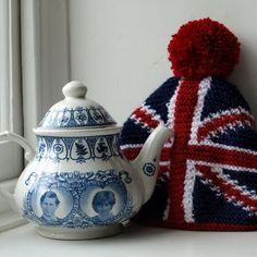 Commemorative Teapot with Prince Charles and Princess Diana, with Union Jack tea cosy
