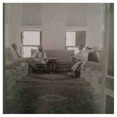 Sheikh Shakhboot bin Sultan Al Nahyan (may God have mercy on him) and Ruler of Abu Dhabi, formerly of 1928 to 1966 Asqubl at his palace fortress of some British guests ...
