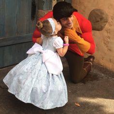 La mère de cette fillette est absolument géniale, elle lui recrée de véritables robes de princesses !