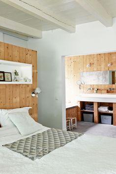 Decoração de: Quarto de casal; teto com vigas de madeira; Casa de Valentina