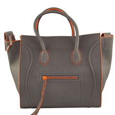 e ancora Celine! borse-must-have Celine Tote, Celine Handbags, Celine Luggage, Leather Handbags, My Bags, Purses And Bags, Beautiful Bags, Clutch Wallet, Fashion Accessories