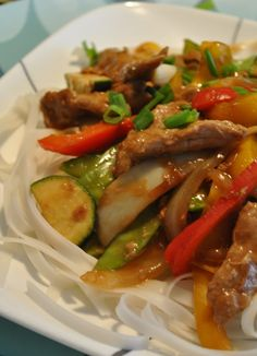 Recipe: Sautéed Pork with Vegetables- Put the pork strips in a bowl. Add the egg white, 1 tsp. Pork Strips, Chop Suey, Asian Recipes, Ethnic Recipes, Pork Chop Recipes, Cheap Meals, Fajitas, Clean Eating, Food And Drink