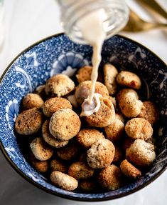 Gluten Free and low carb cookie cereal pieces that are perfect for a sweet saturday morning treat! Low Carb Cereal, Keto Cereal, Buttery Cookies, Vanilla Cookies, Cereal Cookies, Cereal Treats, Chocolate Cereal, Homemade Cereal, Biscuit Sandwich