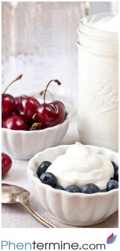 El yogurt Griego repleto de proteínas lidera la lista entre los productos con efectos impulsores del metabolismo, además de que contiene una buena cantidad de calcio y es bajo en azúcar. #weightloss #health #fit #fitness #healthy #recipe #breakfast #motivation #phentermine #strong #workout