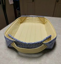Easily Handle Hot Dishes with These Fabric Baskets Quilting Digest Bag Patterns To Sew, Tote Pattern, Wallet Pattern, Sewing Patterns, Pattern Fabric, Fabric Boxes, Fabric Storage, Fabric Basket, Easy Sewing Projects