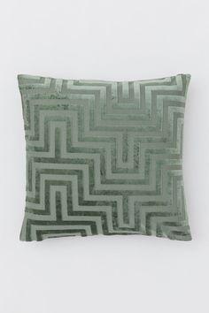 Zamatový poťah na vankúš - Tlmená zelená/vzorovaná - HOME | H&M SK 1 H & M Home, Green Street, H&m Gifts, Velvet Cushions, Grey Pattern, Classic Collection, Fashion Company, World Of Fashion, Throw Pillows