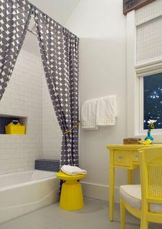 8 idées de rideaux de douche pour tous les goûts