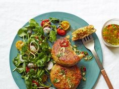 Gordon Ramsay's Halloumi, Courgette and Herb Cakes Veggie Recipes, Healthy Dinner Recipes, Appetizer Recipes, Vegetarian Recipes, Cooking Recipes, Healthy Deserts, Veggie Meals, Healthy Meals, Halloumi