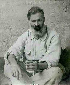 Constantin Brancusi a Romanian-born sculptor who made his career in France Vincent Van Gogh, History Of Romania, Constantin Brancusi, Australian Painters, Portraits, Art For Art Sake, Famous Artists, Modern Art, Self