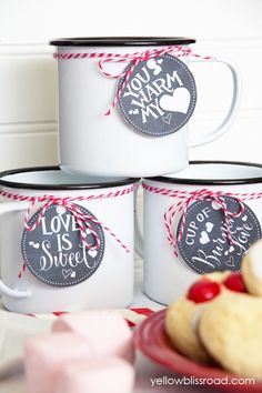Valentines Hot Chocolate Bar Free Printable Drink Tags Valentine's Day is just a month away and I've got some really fun and cute (and easy!) ideas to help you celebrate with the ones you love. This Valentine's Day Hot Chocolate Bar would be My Funny Valentine, Valentine Treats, Valentine Day Love, Valentines Diy, Hot Chocolate Party, Valentine Chocolate, Chocolate Art, Minions, Valentine's Day Printables