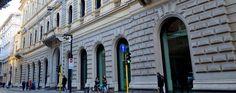 Una strada di grande storia, anche se di poca attualità. Via Meravigli collega l'Università Cattolica al centro di Milano: lungo i suoi stretti