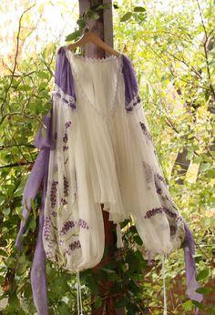 romanian blouse Gorgeous Fabrics, Costume Design, Traditional Outfits, Kimono Top, Ballet Skirt, Elegant, Floral, Wedding, Clothes