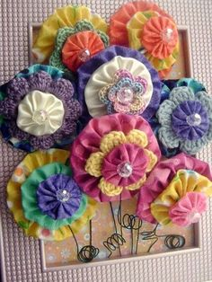 DIY Flower Projects – There is nothing quite like fresh flower arrangements for the house decoration. Read MoreBest DIY Flower Projects with Simple Tools and Materials Cloth Flowers, Diy Flowers, Crochet Flowers, Fabric Flowers, Paper Flowers, Flower Diy, Flower Ideas, Fresh Flowers, Fabric Crafts