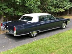 1969 Cadillac Fleetwood Brougham Vintage Cars, Antique Cars, Vintage Auto, Cadillac Fleetwood, Luxury Marketing, Car Manufacturers, Buick, Old Cars, Luxury Cars