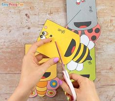 Bugs Corner Bookmarks With Template - Easy Peasy and Fun Snow Globe Crafts, Corner Bookmarks, Spring Crafts, Easy Peasy, Easter Crafts, Homework, Ladybug, Snow Globes, Bugs